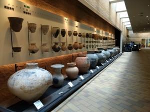考古博土器展示(圧縮)